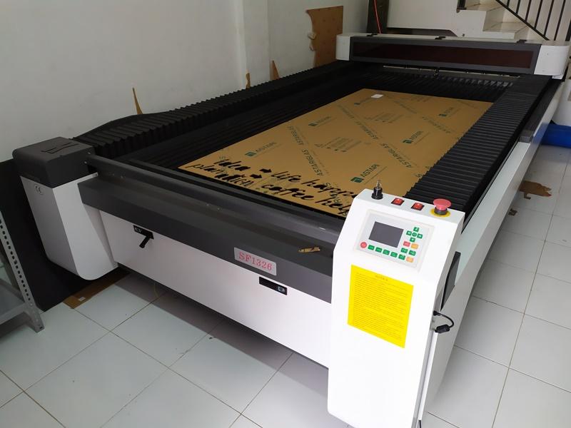 mesin laser cutting akrilik